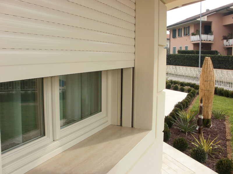Tapparelle zanzariere doria group infissi pvc alluminio acciaio legno costruzioni - Serrande avvolgibili per finestre ...