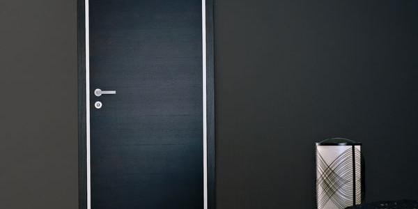 Porta legno massello nera